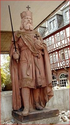 Statue of Charlemagne (Karl dem Großen, Charles the Great, Carolus Magnus) in Frankfurt, picture from Flups