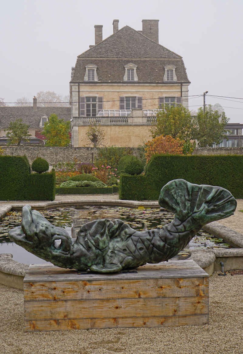 Sunday, Happy Fish at Château de Pommard...